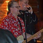 Tässä Rio Grande-pubissa rokinsoitossa Shakin Skeletons-yhtyeen kanssa. Vierailevana harpistina mukana Jari Lehtomäki.